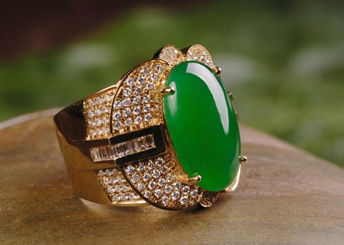翡翠戒指戴在不同手指的意义